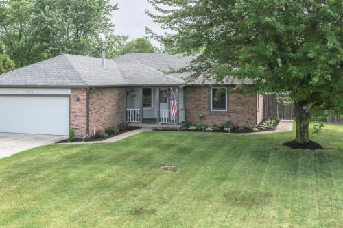 423 Jaynes Cir Greenwood IN-MLS Size-001-1-Front of Home-1800x1200-72dpi