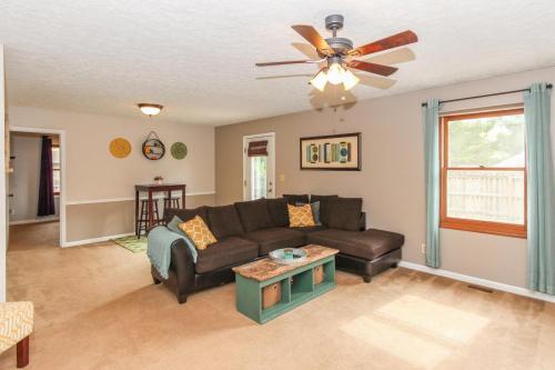 423 Jaynes Cir Greenwood IN-MLS Size-010-3-LivingDining Room-1800x1200-72dpi