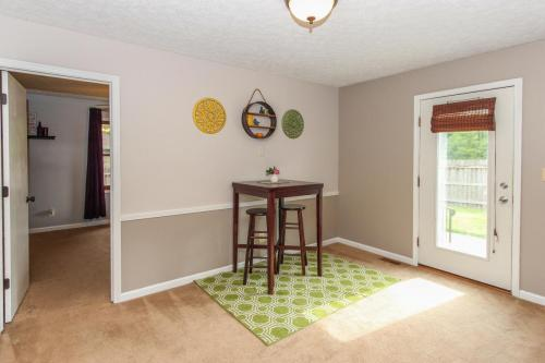 423 Jaynes Cir Greenwood IN-MLS Size-012-10-Dining Room-1800x1200-72dpi