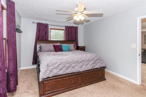 423 Jaynes Cir Greenwood IN-MLS Size-013-17-Master Bedroom-1800x1200-72dpi