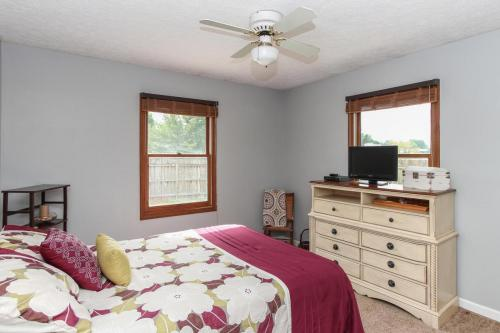 423 Jaynes Cir Greenwood IN-MLS Size-017-5-Bedroom 2-1800x1200-72dpi