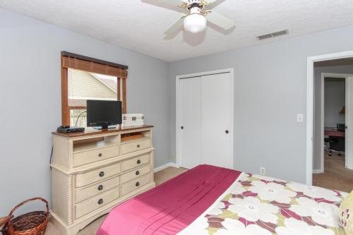 423 Jaynes Cir Greenwood IN-MLS Size-018-19-Bedroom 2-1800x1200-72dpi