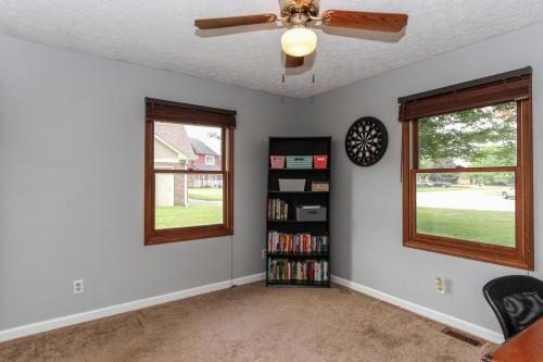 423 Jaynes Cir Greenwood IN-MLS Size-020-6-Bedroom 3-1800x1200-72dpi