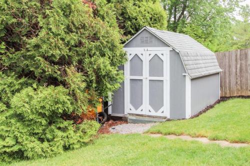 423 Jaynes Cir Greenwood IN-MLS Size-024-8-Storage Barn in Side Yard-1800x1200-72dpi